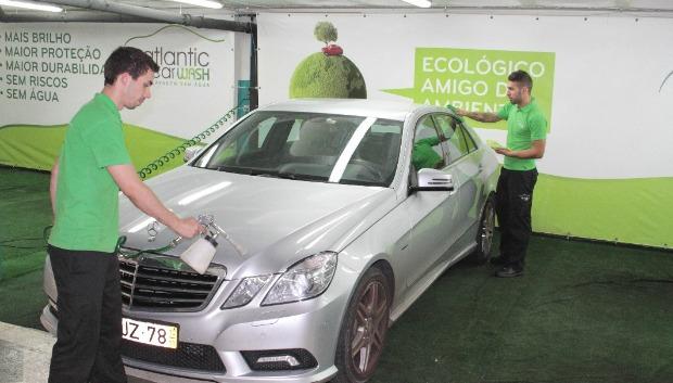 Lavagem ecológica da Atlantic Car Wash põe carros a brilhar