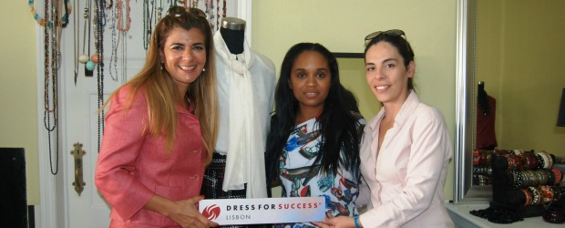 Remax recolhe 300 peças de roupa para a Dress for Success
